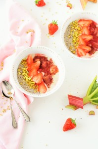 Buchweizen-Porridge mit Rhabarber