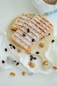 Mandelwaffeln mit Cranberrys und weißer Schokolade