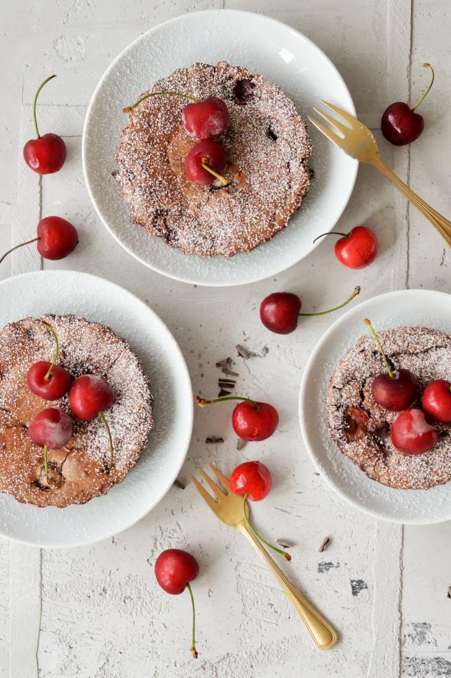 Kleine Schokoladenkuchen mit Kirschen – die perfekte WM-Verpflegung ...